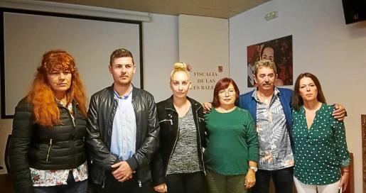 Familiares de Vanesa Patricio Escandell y de Daniel Viñals en la sede la Fiscalía de las Illes Balears.