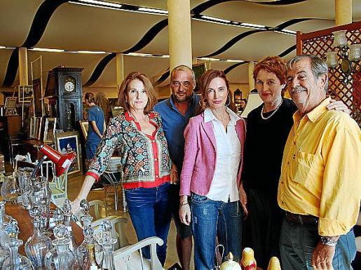 Toñi Ferriol, Pepe Forteza, Lourdes y Rosa Ferriol y Víctor Torres.