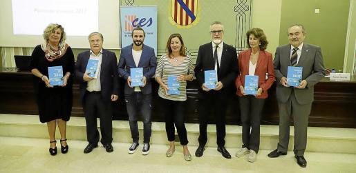 Maria Llompart, Alejandro Texías, Baltasar Picornell, Francina Armengol, Carles Manera, Carmen Planas y Josep Valero, en la presentación de la Memoria del CES de 2017.