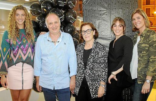 Toña Pou, Miss Turisme Baleares 2018; los propietarios: Sebastián Ripoll y Jerónima Font; la estilista de la boutique, Magdalena Seguido; y Ana Nieto, organizadora de espacios.