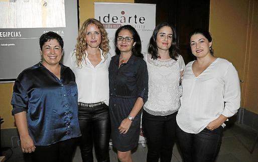 Nati Sánchez, Pilar Pujol, Isabel Pujol, Maria Antonia Pujol y Laura Sánchez.