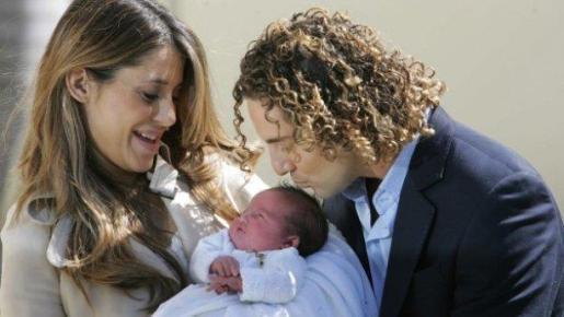 Foto de archivo del cantante David Bisbal junto a su ex pareja Elena Tablada y su hija Ella.