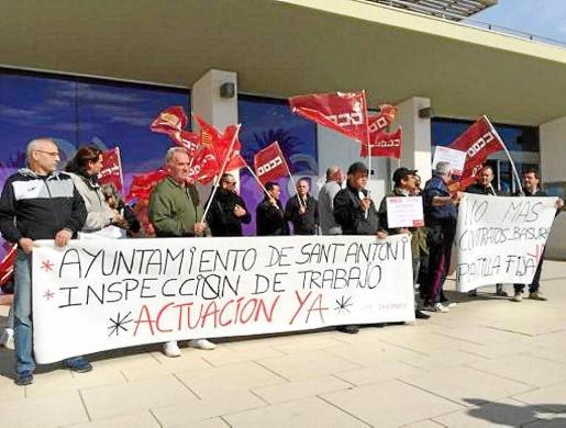Imagen de archivo de una concentración de los trabajadores frente al Ayuntamiento.