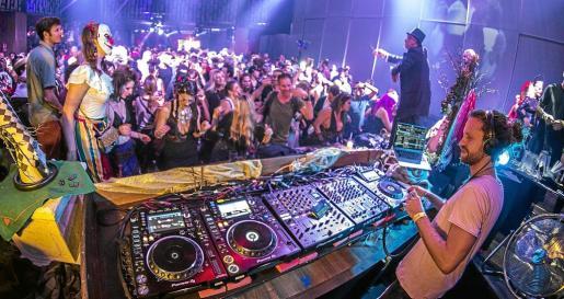 La discoteca triunfó la noche del 31 de octubre con una cuidada producción y un line up formado por YoKoO, Hraach, Javier González y Aracil