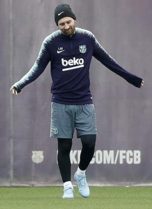El delantero argentino del FC Barcelona Leo Messi durante el entrenamiento de la plantilla azulgrana.