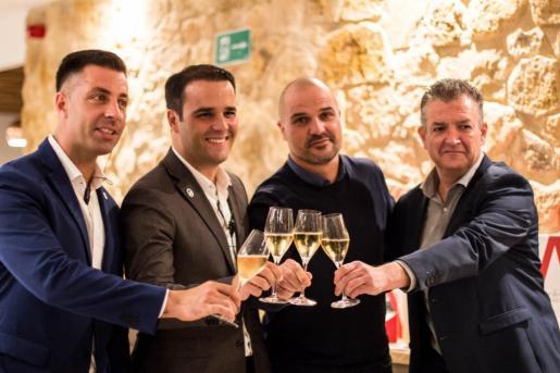 Sergio, Javier, Marc Miró de Vila Vins y Jordi Melendo, embajador del champagne.