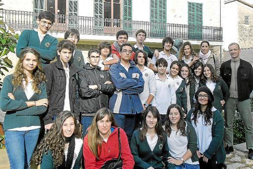 Grupo de alumnos del Col·legi Cooperativa Son Verí Nou de Llucmajor.