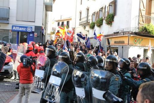 Tensión e insultos en el acto de Ciudadanos en Alsasua en apoyo a la Guardia Civil.