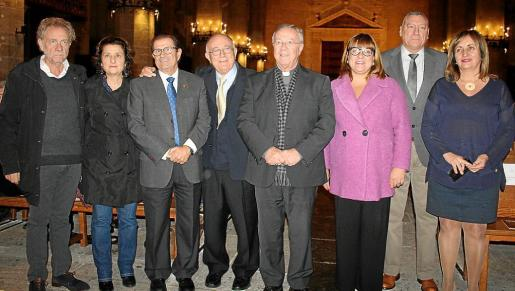 El alcalde de Sant Llorenç, Mateu Puigrós; Fina Santiago, Llorenç Huguet, Tomeu Català, Sebastià Taltavull, Bel Busquets, Juan Cifuentes y Fanny Tur.