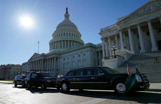 Los demócratas se hacen con la Cámara y debilitan a Trump.
