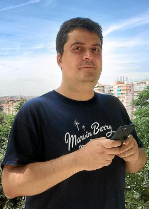 Manuel Bartual se volvió viral en Twitter el año pasado con el misterioso relato de sus vacaciones.