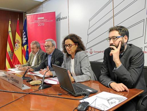 Gonzalo Juan, Vicent Torres, Catalina Cladera y Joan Carrió ayer durante la presentación.
