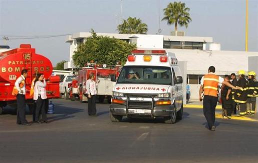 Mueren al menos nueve personas al impactar un camión contra varios vehículos en México.