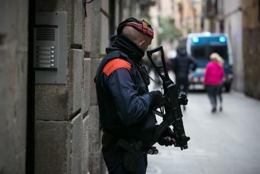 Los Mossos detienen a un francotirador que planeaba matar a Pedro Sánchez.