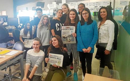 Los alumnos de Sa Colomina visitaron la redacción del Periódico, el plató de TEF, y la cabina de Global.