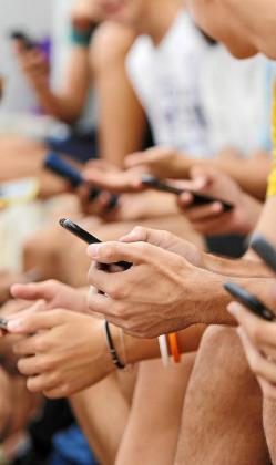 Los teléfonos móviles y los ordenadores son las herramientas que permiten a los jóvenes un acceso inmediato a la pornografía.