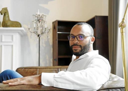 Philippe Ebah posa en una de las estancias habilitadas en Purohotel Palma, primer establecimiento abierto por Puro Group en 2004.