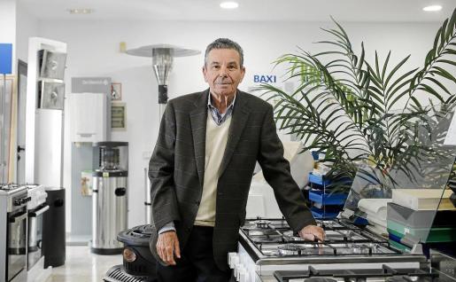 Miguel Bonet puede presumir de haber impulsado a la isla a mejorar en lo que a instalaciones de gas se refiere. Presume de haber contado siempre con unos trabajadores «natos» y confía en que las empresas sigan creciendo año tras año.