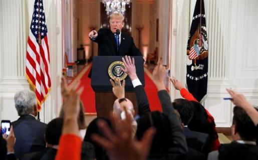 Trump suspende 90 días la entrada de inmigrantes a través de México.