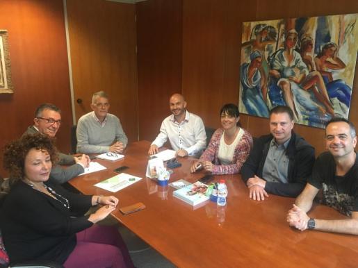 Imagen del encuentro entre los empresarios de catering de la Pimeef y Vicent Torres 'Benet'.