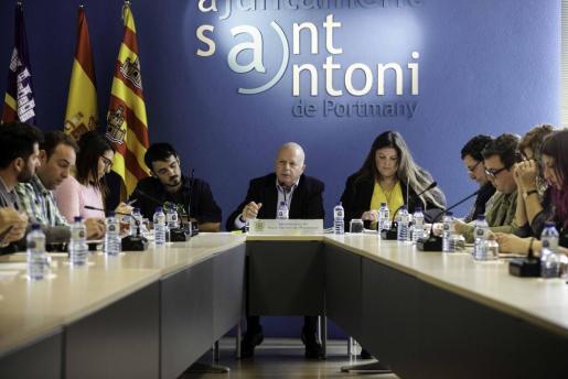 Imagen de un pleno del Ayuntamiento de Sant Antoni.
