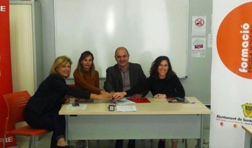 Representantes del Ayuntamiento de Santa Eulària, el Consell d'Eivissa y Fundación Mapfre.