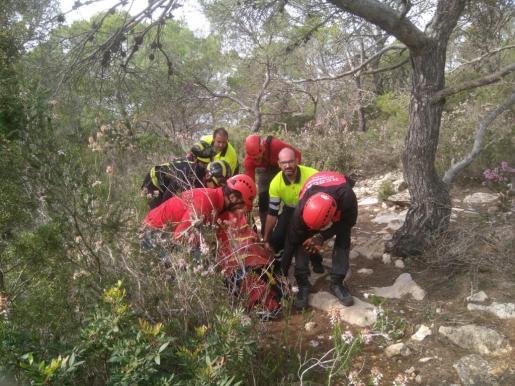 Rescate de una mujer herida en es Corrals d'en Guillem.