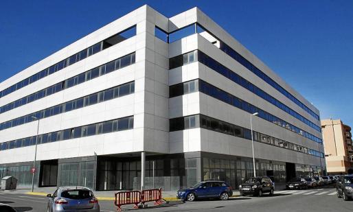 Edificio del Cetis, en cuyo sótano se ubica la futura estación de autobuses de Vila.