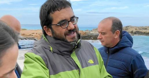 El conseller Vicenç Vidal, ayer, durante su visita a Formentera.