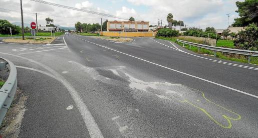 En el punto donde se produjo el atropello todavía eran bien visibles ayer las marcas realizadas por el equipo de Atestados.