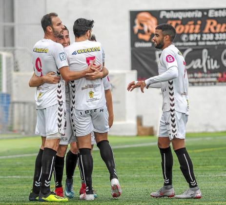 Los jugadores de la Peña celebran uno de los goles marcados esta temporada.