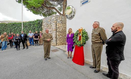 Momento del elogio a la figura del teniente general Balansat durante el acto de homenaje.