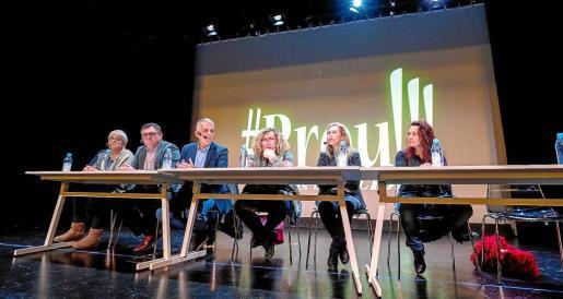 El debate organizado por Prou! se celebró en el Centro Cultural de Jesús.