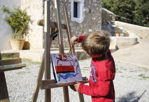 Los más pequeños disfrutaron a lo grande con las manualidades y el taller de pintura.