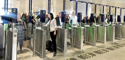 Control de pasaportes en Mallorca para los viajeros procedentes de los aeropuertos británicos.