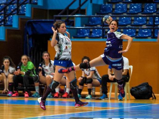 Irene Carrión, en plena acción de lanzamiento.