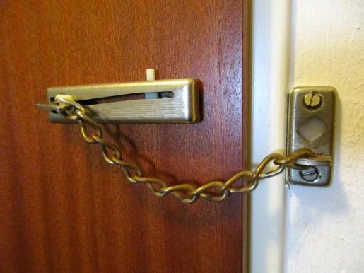 El ladrón accedía al interior de las viviendas de noche mientras las víctimas se encontraban durmiendo.