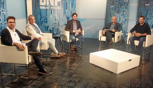 Lorenzo, Di Terlizzi, Torres y Serra antes de participar en el debate del Bona nit Pitiüses presentado por Armando Tur.