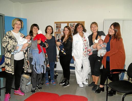 Imagen de un grupo de mujeres que han asistido a los talleres desarrollados en Sant Jordi.