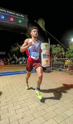 Anass Bourass, en un paso por la línea de meta.