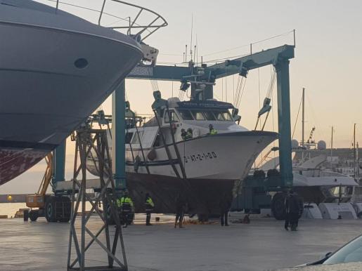 Rescatado y remolcado al puerto de Ibiza el pesquero Nuevo Puerto de Santa Pola tras sufrir una vía de agua.