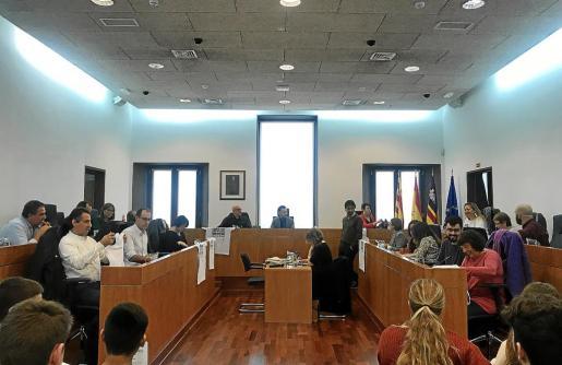 El pleno aprobó la adhesión del Ayuntamiento a la declaración institucional para la conmemoración del día contra la violencia machista.