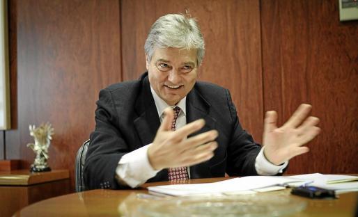 Pedro Ballester explica que será necesario completar la pensión pública con el ahorro privado para mantener el nivel de vida.