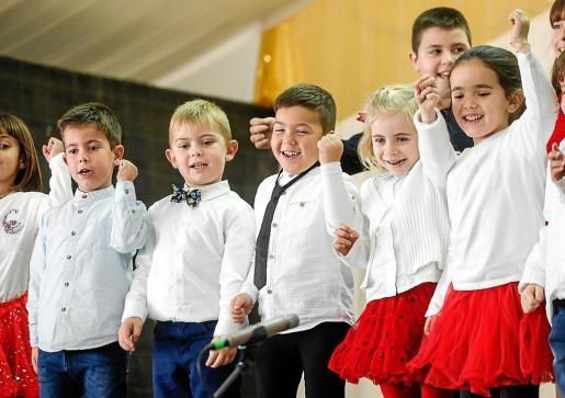 Imagen de archivo de niños cantando villancicos en Sant Antoni el año pasado.