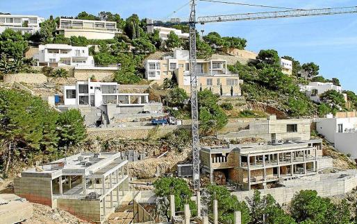 Imagen de archivo de viviendas en construcción en la urbanización de Roca Llisa.