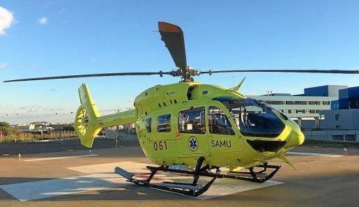 El helicóptero HL851 - EC145 llegó ayer a Can Misses para comenzar a operar a partir de las 12 de la noche.