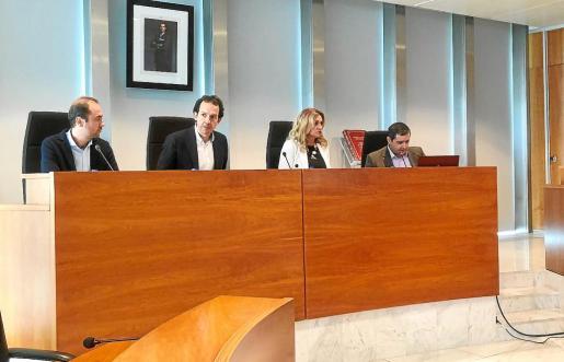 Eduardo Maynau, Marc Pons, Marta Díaz y Tomás Domínguez durante la rueda de prensa de ayer en el Consell d'Eivissa.