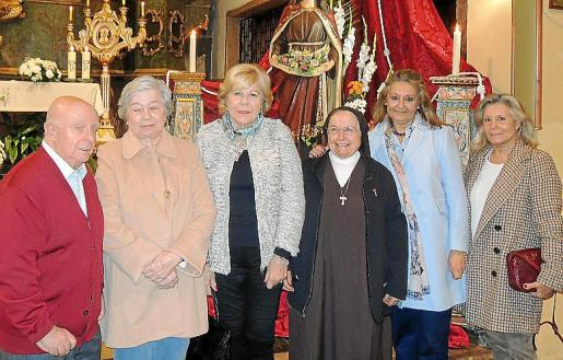 Mariano Cortés, Francisca Alcover, Carmen Carreras, Inmaculada Abril, Magdalena Grúa y Catalina Grúa.