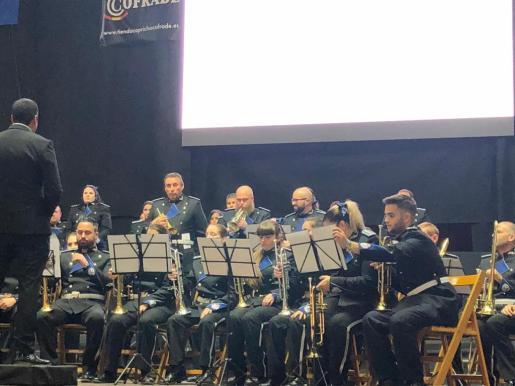 Hasta Granada se desplazaron cuarenta miembros de la Agrupación musical Nuestro Padre Jesús Cautivo.