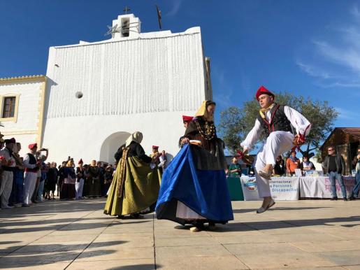 La celebración tuvo lugar en la iglesia y en la plaza de Sant Francesc.